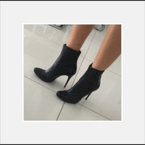 Shoes - Sexy black boots size 7